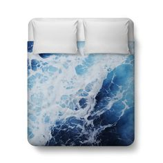A vivid deep ocean seascape for your coastal home bedroom settings, this duvet cover bed blanket throw features an abstract display of white capped