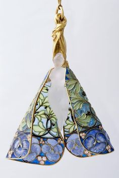 Pendant with glass figure by René Lalique. Made of gold, glass and plique-a-jour enamel. 1900. found/reblog via moomindeco