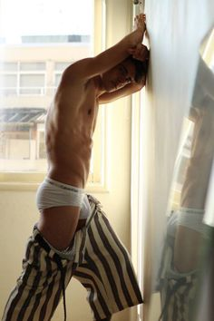 Hommes en slip sexy Hommes Sexy, Striped Pants, Fashion, Moda, Stripped Pants, Fashion Styles, Striped Shorts, Fashion Illustrations, Stripe Pants