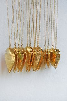 gold arrowhead necklace. WANT!!