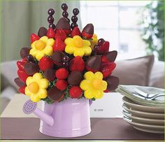 Trendy Fruit Tray Ideas For Wedding Edible Arrangements Ideas Edible Fruit Arrangements, Edible Bouquets, Fruit And Veg, Fruits And Veggies, Food Bouquet, Chocolate Dipped Fruit, Chocolate Art, Fruit Creations, Fruit Skewers