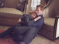 """Damian Lewis as """"Brody"""" comforts Claire Daines as """"Carrie"""" in Homeland (SHO)"""