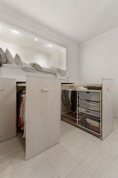 Awesome Efficient Tiny Loft Apartment Decorating Ideas - Page 49 of 57 Small Room Bedroom, Small Rooms, Bedroom Decor, Bedroom Bed, Bedroom Ideas, Master Bedroom, Bed Frame With Storage, Diy Bed Frame, Loft Bed Storage