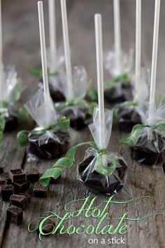 Hot Chocolate on a Stick. Fast & easy edible gift perfect for Halloween, Christmas, or Valentines. Vegan adaptable! | EatingRichly.com