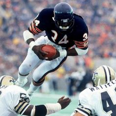 "met the man once a true gentleman and a great foo… Walter Payton "" sweetness""….met the man once a true gentleman and a great football player. Bears Football, Nfl Football Players, Football Memes, Sport Football, Football Cards, Giants Football, Football Baby, College Football, Walter Payton"