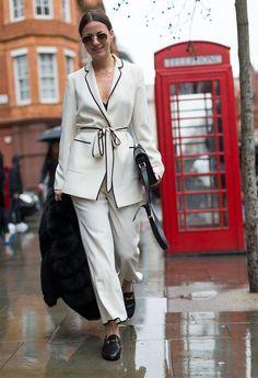 Look todo branco com blazer-kimono no inverno.