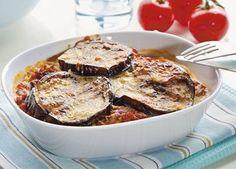 Her er en lækker opskrift på græsk mad, nemlig Moussaka. Moussaka laves normalt med lam, men her er brugt oksekød.