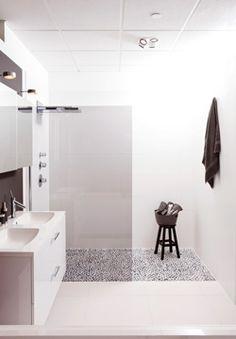 dubbele douche met natuursteen wandplaten in open boek | natuursteen ...