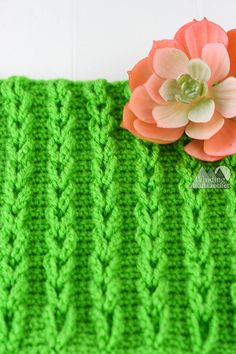 I have to confess I still have not mastered crochet cables. That is why I love the crochet chain cables stitch so much. It gives me a similar look to crochet cables without the complex post stitches. The chain cable stitch pattern uses only chains … Crochet Cable Stitch, Crochet Chain, Crochet Stitches Patterns, Stitch Patterns, Knit Stitches, Crochet Lace, Crochet Crafts, Crochet Projects, Left Handed Crochet