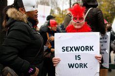 """La prostituzione è davvero """"un lavoro come un altro""""? E se è così, possiamo ritenerla una buona cosa? Amnesty international ha ufficialmente deciso di sostenere la depenalizzazione della prostituzione in tutto il mondo, ritenendola lo strumento migliore per ridurre la violenza nel settore e proteggere i """"lavoratori del sesso"""" e le persone che sono costrette a prostituirsi. Leggi"""