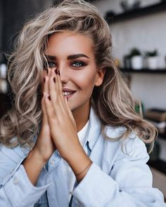 Ideas For Photography Poses Women Beauty Makeup Photography Poses Women, Girl Photography, Photography Ideas, Photography Studios, Photography Equipment, Photography Business, Fashion Photography, Beautiful Woman Photography, Portrait Photography Inspiration