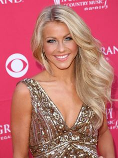 julianne hough: hair and makeup inspiration! Definition of perfection