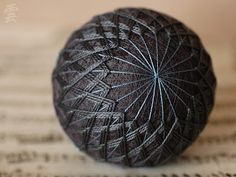 Would be great to learn to do this and each make one/year for Christmas. Temari balls