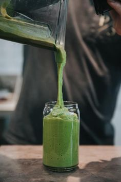 Great Ways To Stay Cool And Keep Going This Summer Protein Smoothies, Smoothie Legume, Tea Smoothies, Healthy Protein, Protein Bars, Smoothie Recipes, Oats Recipes, Green Juice, Natural Body Detox
