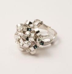 Bague Nœud enlacé or blanc et diamant. Création ilithé, pièce unique