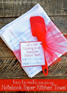 Teacher Gift Idea: DIY Notebook Paper Kitchen Towel (with free printable card) | Super easy & super cute!