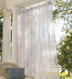 I like the look of this outdoor curtain.....I will have a nice little deck this summer.