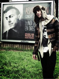 "Asaf Avidan ""One day baby, we´ll be old, oh baby, we´ll be old and think about the stories that we could have told."" :)"