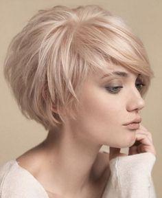 Kısa sarı bob saç modeli