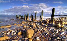 Sandsend, North Yorkshire - A fabulous picture   Google Image Result for http://www.kevinthegerbil.com/images/Sandsend_Breakwater_1440x900.jpg