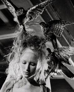 uneimagevautmillemots:  Jade Parfitt backstage at Alexander McQueen Spring 2001, photographed by Anne Deniau.