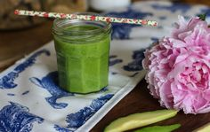 Blog post at Hannah Maggs : Peonies are in season, whichmeans I have no excuse to feelsad any more... Not only are they a visual Prozac, but they're also a wonder[..] Hannah Maggs, Anti Bloat Smoothie, Smoothie Recipes, Smoothies, Anti Bloating, Feeling Sad, Fresh Rolls, Mason Jars, Food And Drink