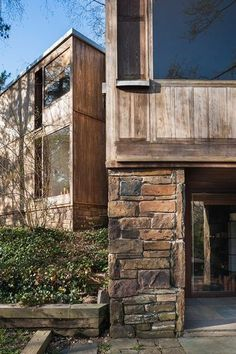 The 1967 Fisher House in Hatboro, Pennsylvania, one of just nine private homes designed by famed American architect Louis Kahn, belonged to original owners Doris and Norman Fisher until about three. Louis Kahn, Wood Architecture, Architecture Details, Classical Architecture, Luigi Snozzi, Kahn Design, Arch House, Beautiful Buildings, Cladding