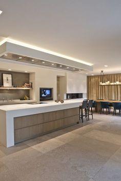 Van Boven - Op maat gemaakte luxe keuken http://amzn.to/2keVOw4 #Cuisines #Carrelage #Spots