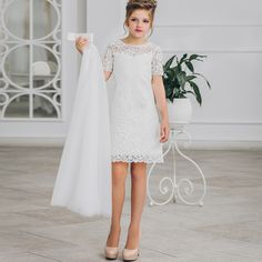 Fahion Two Pieces Flower Girls Dress With Detachable Train White Wedding Party Gowns For Kids, Sexy on Luulla Blush Flower Girl Dresses, Girls Short Dresses, Dresses For Tweens, Dresses Kids Girl, Girl Outfits, Flower Girls, Party Gowns For Kids, Kids Gown, Girls First Communion Dresses