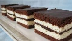 Cake Kinder Pinguì, itt van a recept Hungarian Cake, Hungarian Recipes, Cookie Recipes, Dessert Recipes, Romanian Desserts, Kolaci I Torte, Food Cakes, Cheesecakes, All You Need Is