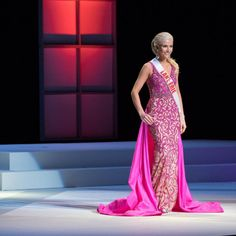 Whitneyshianne Smith, Miss Lake Erie Teen USA 2016, rocked a bold color with confidence. Let's take a closer look at her evening gown selection. Click-thru to read more.