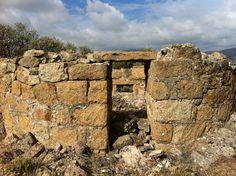 Publicamos un conjunto de tres bunkers con trincheras realizadas en piedra, en la localidad madrileña de Zarzalejo.