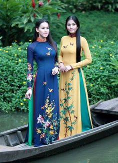 love the color contrast in this picture. Ao-Dai| http://aodaivietnamphotos.13faqs.com
