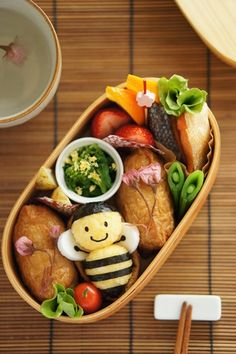 Honey Bee Kyaraben Bento with Inarizushi | by naohaha