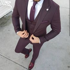 Ideas For Moda Masculina Formal Suits Menswear Burgundy Suit, Maroon Suit, Purple Tuxedo, Prom Tuxedo, Purple Suits, Burgundy Fashion, Black Suits, Classy Suits, Classy Men