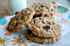 Peanut butter oatmeal chocolate chip cookies have an ability to make friends with everyone, they're soft and chewy and so hard to eat just one. Cake Mix Cookie Recipes, Delicious Cookie Recipes, Cake Mix Cookies, Cookie Desserts, Yummy Cookies, Fun Desserts, Dessert Recipes, Cupcakes, Peanut Butter Oatmeal