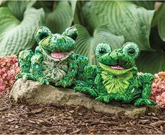 These cute frogs are fun and easy to make using fabric yo-yo's in three different shades of green.