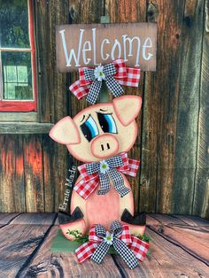 Decor Crafts, Wood Crafts, Fun Crafts, Summer Centerpieces, Floral Centerpieces, Easy Crafts For Teens, Farm Animal Crafts, Wood Animal, This Little Piggy