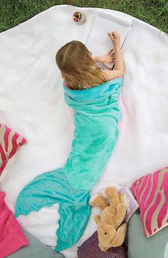 Let your child feel like Ariel from The Little Mermaid while cozied up in our Blankie Tails® Mermaid Blanket. Blankie Tails® is made from premium-grade, double-sided minky fabric with embellishments t Kids Mermaid Blanket, Mermaid Tail Blanket, Mermaid Tails, Mermaid Blankets, Manta Polar, Baby Kind, Sewing For Kids, The Little Mermaid, Little Ones
