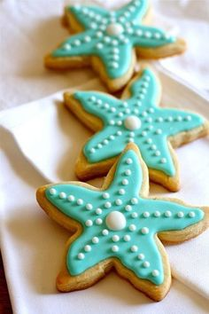 Under the sea/ Mermaid party--starfish sugar cookies, turquoise with pearls Summer Cookies, Fancy Cookies, Iced Cookies, Cute Cookies, Royal Icing Cookies, Cookies Et Biscuits, Cupcake Cookies, Star Cookies, Kawaii Cookies