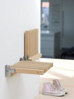Wall mounted FOLDING SEAT / STOOL furniture design by Niels Hvass, excellent! Especially in small, narrow spaces. Many more pieces (Klappsitz - idealer Folding Furniture, Space Saving Furniture, Diy Furniture, Furniture Design, Furniture Dolly, Space Saving Table, Hallway Furniture, Inexpensive Furniture, Furniture Websites