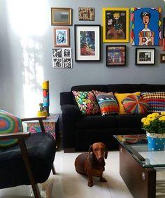 Ninaabre as portas de sua casa @minhacasamaiscolorida e nossa capa de almofada AFRICA esta la!  Nossas CAPAS & ALMOFADAS estão deixando as salas e quartos com mais cor e alegria! A partir de R$59,70 em quase 20 opções para escolher! Diferentes molduras dão todo charme a parede cinza  www.mooui.com.br
