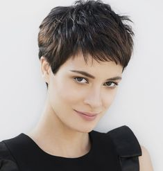 <p>El pelo corto tiene múltiples interpretaciones y todas son tendencia. Aunque las menos atrevidas pueden optar por cualquier estilo bob, que sigue de rabiosa actualidad.</p>