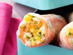 Avec les lectrices reporter de Femme Actuelle, découvrez les recettes de cuisine des internautes : Rouleaux de printemps aux œufs durs et saumon fumé
