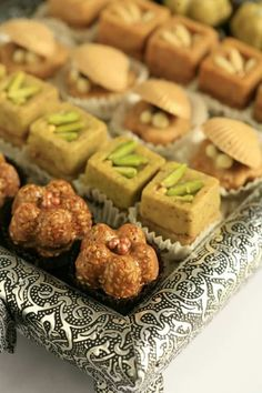 Skills Needed To Become A Patisserie Chef Turkish Sweets, Arabic Sweets, Arabic Food, Eid Cookies Recipe, Cookie Recipes, Tunisian Food, Tunisian Recipe, Desserts With Biscuits, Pastry Design
