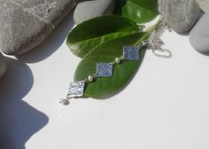 Pendentif chic perles de culture triangles argent tibétain couleurs bijou ivoire argent : Pendentif par lapassiondisabelle
