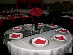 White tablecloth with an organza black runner and red napkins