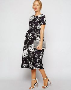 Modest maternity dress with sleeves | Mode-sty #nolayering
