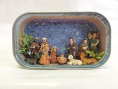 Nativity scene small enough to fit into a sardine can! Nativity Crafts, Christmas Nativity, Diy Christmas Ornaments, A Christmas Story, All Things Christmas, Tin Can Crafts, Christmas Crafts, Catholic Crafts, Aluminum Cans
