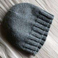 Free stockinette hat pattern in three sizes for teen/adult (s,m,l)